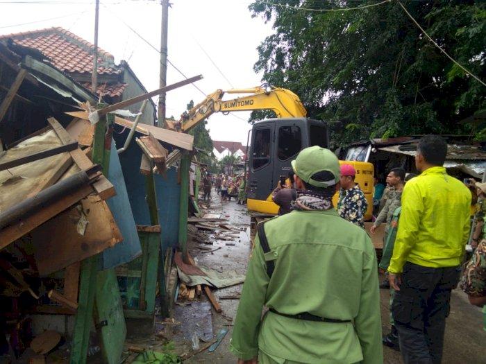 Aparat Gabungan Bongkar Puluhan Bangunan Liar di Bekasi