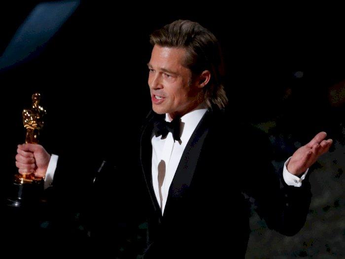 Brad Pitt Berhasil Bawa Pulang Piala Oscar