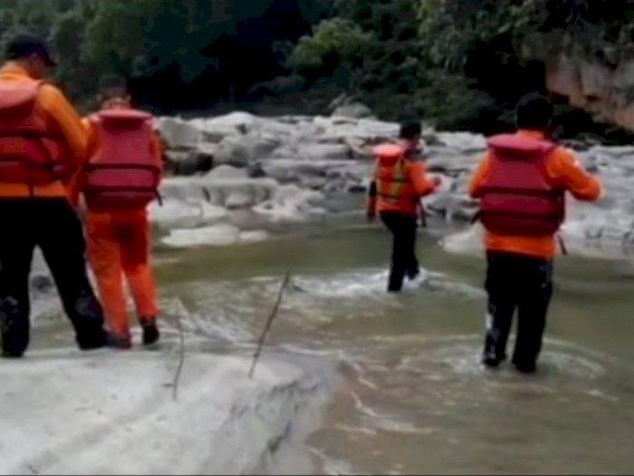 Tim SAR Mencari Dua Remaja yang Hanyut di Sungai Silau