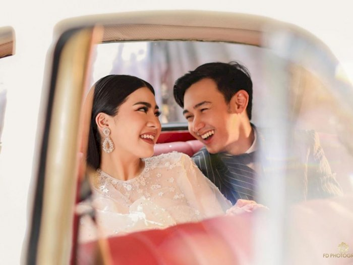 Rayakan Valentine, Caesar Hito dan Felicya Photoshoot Mesra di Mobil