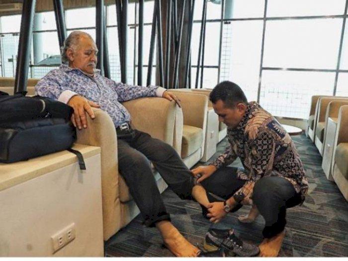Pakaikan Sepatu untuk Ayahnya, Wagubsu Tuai Pujian dari Netizen