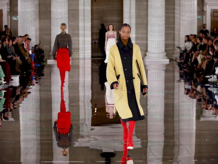 FOTO: Melihat Rancangan Victoria Beckham di London Fashion Week