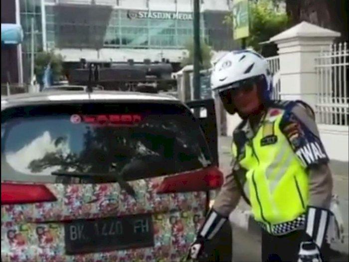 Polisi Tilang Mobil Knalpot Blong di Sekitar Lapangan  Merdeka
