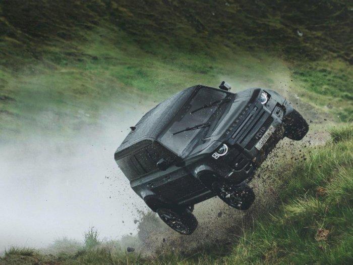 Uji Nyali Mobil SUV Tangguh Bersama James Bond