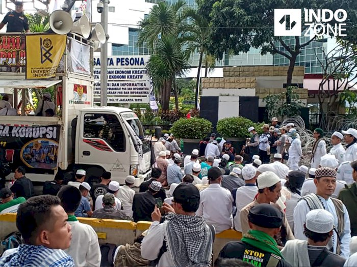 Massa PA 212 Salat Asar Berjamaah di Jalan, Sebagian Tak Ikut