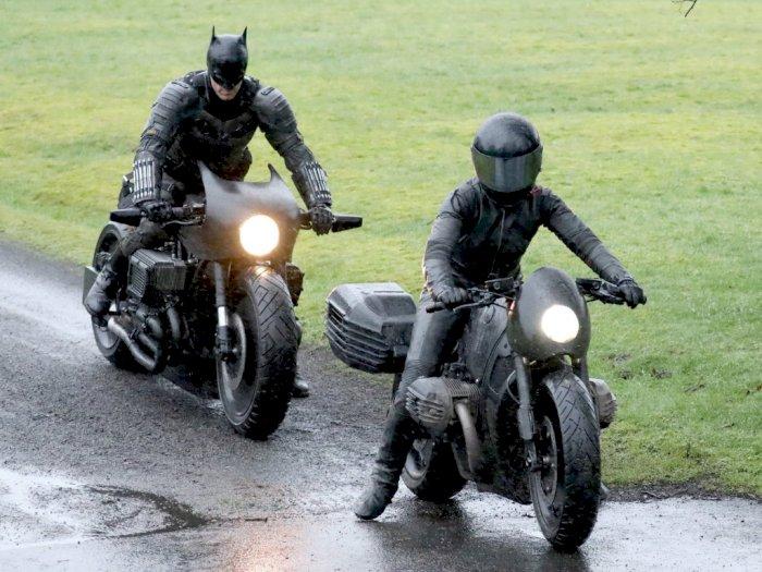 Ini Penampakan Kostum Batman yang Dikenakan Robert Pattison