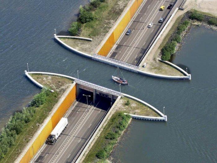 Jembatan Unik Veluwemeer Aqueduct yang Dilintasi Air di Atasnya