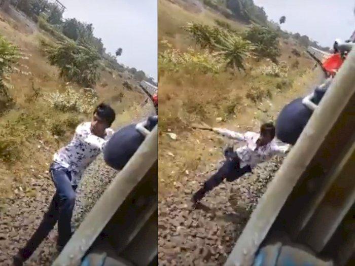 Demi Konten TikTok, Pria Ini Gelantungan di Kereta dan Terjatuh