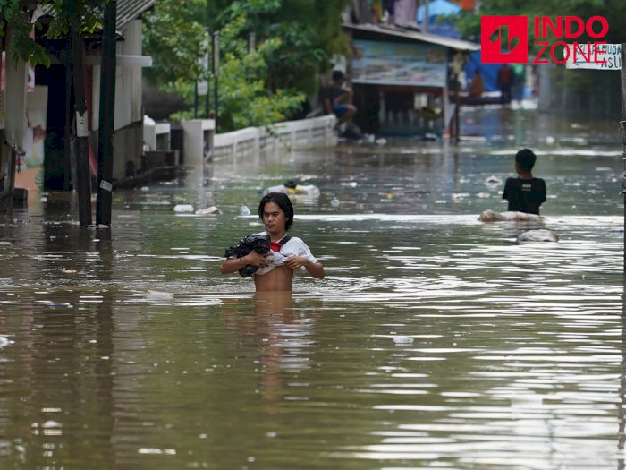 FOTO: Hingga Sore Hari, Jakarta Pusat Masih Terendam Banjir