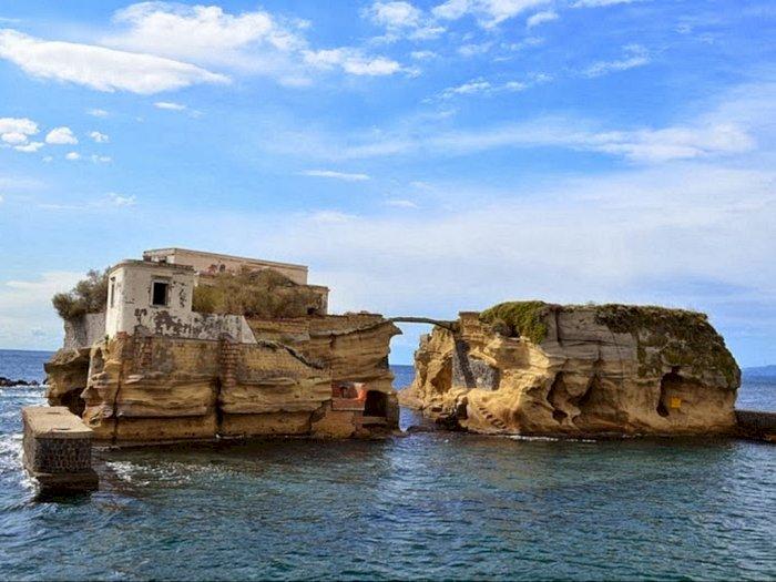 Isola La Gaiola, Pulau Misterius yang Terkena Kutukan Penyihir