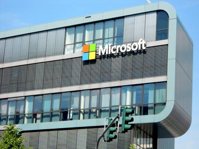 Soal Microsoft Bangun Pusat Data di Indonesia, Jokowi: Ada Aturannya
