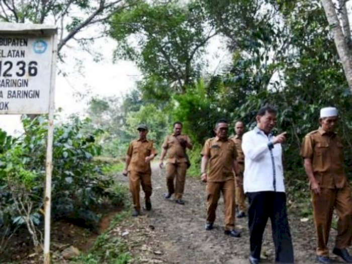 Akan Dihotmix, Jalan Desa Batang Miha Dikunjungi Bupati Tapsel