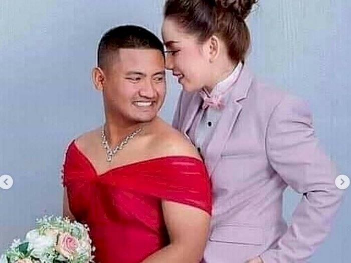 Viral Foto Prewed Tukar Peran, Calon Manten Laki Pakai Gaun Pink