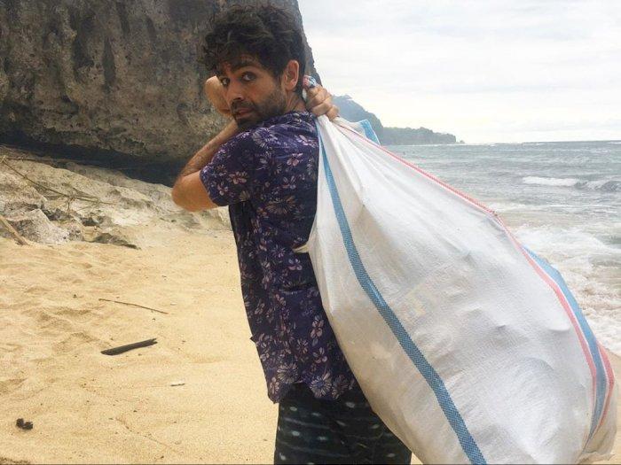 Duh, Malu! Aktor Hollywood Sampai Turun Tangan Bersih-bersih di Bali
