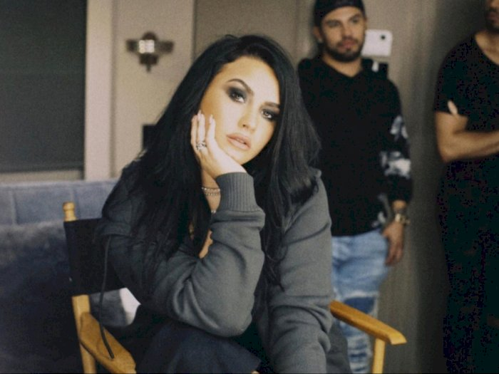 Demi Lovato StokMasker dan Sarung Tangan Sekali Pakai, Takut Virus Corona?