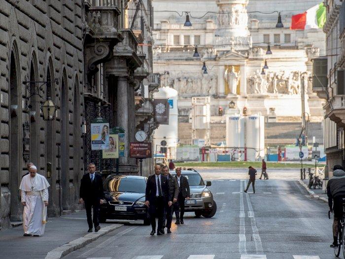 Paus Fransiskus Menyusuri Jalanan Roma yang Sepi untuk Berdoa