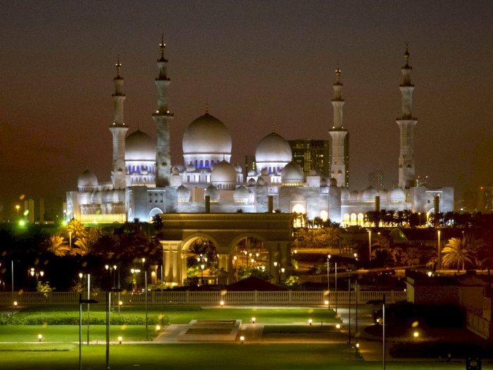 Akibat Corona, UEA Juga Larang Jamaah Salat Berjamaah di Masjid