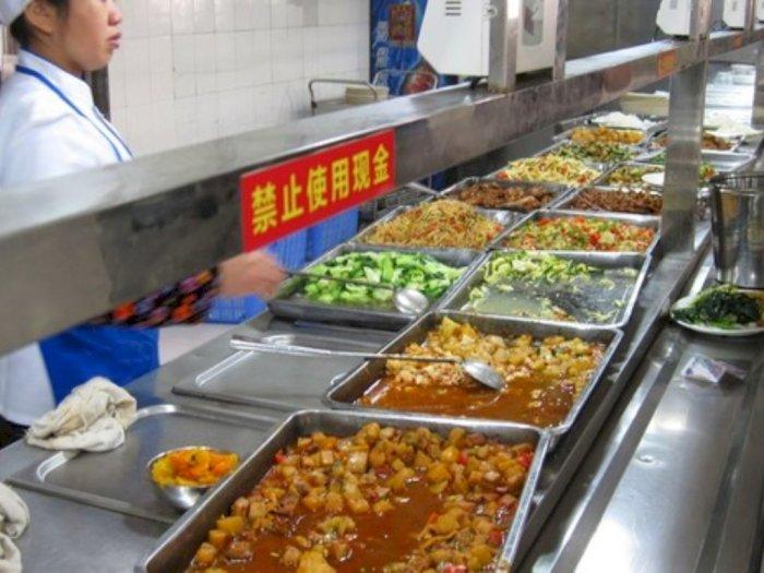Sebuah Kampus di Tiongkok Siapkan Kantin 'Outdoor' yang Higienis untuk Cegah Corona