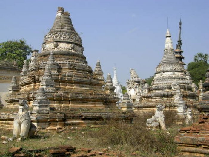 Pagoda Unik di Myanmar yang Dihuni oleh Ular-Ular Piton Besar
