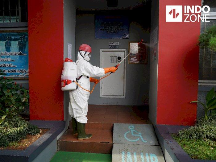 FOTO: Cegah Virus Corona, PMI Semprot Disinfektan di Lapas Cipinang