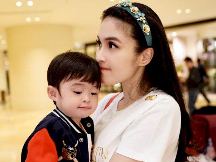 Biar Anak Nggak Bosan saat Social Distancing, Ini yang Dilakukan Sandra Dewi