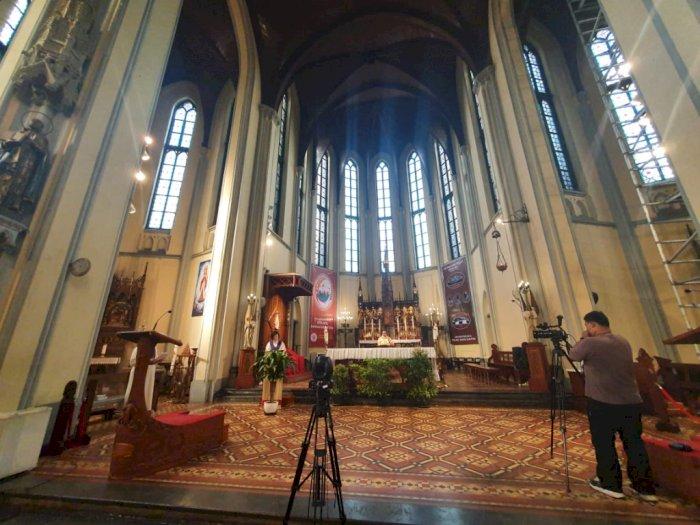 FOTO: Cegah Corona, Gereja Katedral Jakarta Gelar Misa secara Daring