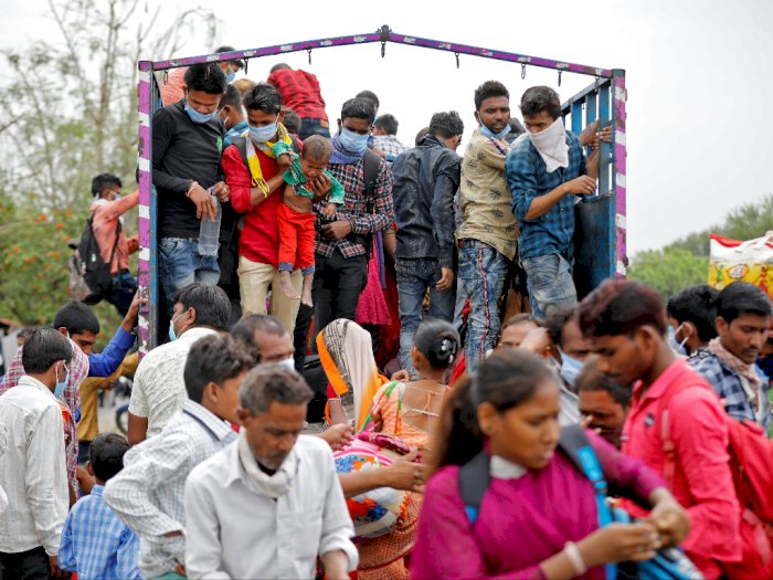 Hari Pertama 'Lockdown', Masyarakat India Rebutan Kebutuhan Pokok