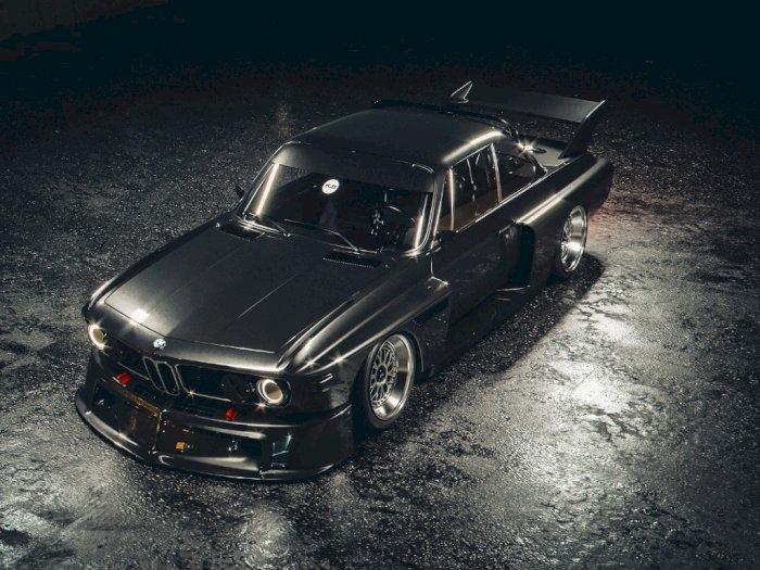 Keren Abis! Mobil Balap BMW Disulap Jadi Batmobile Gahar