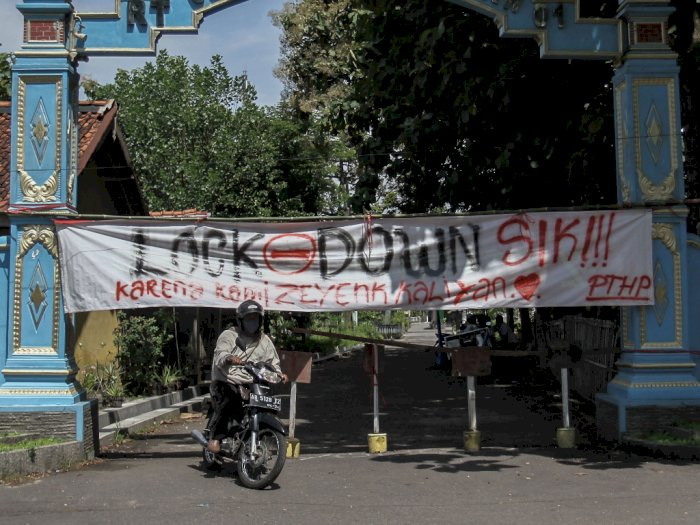 FOTO: Cegah Virus Corona, Sejumlah Kampung Tutup Akses Jalan