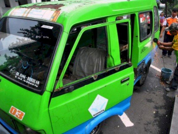 Sopir Angkot di Simalungun Tolak Angkotnya Disemprot Disinfektan