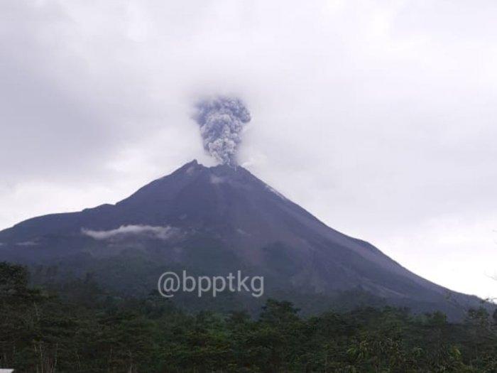 Detik-detik Gunung Merapi Erupsi