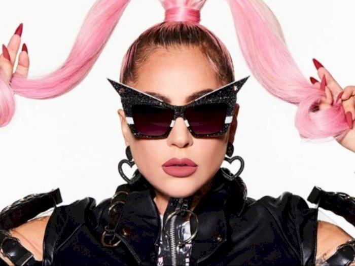 Rilis Poster Album Terbaru, Lady Gaga Tampil Nyetrik dengan Sepatu Setajam Pisau