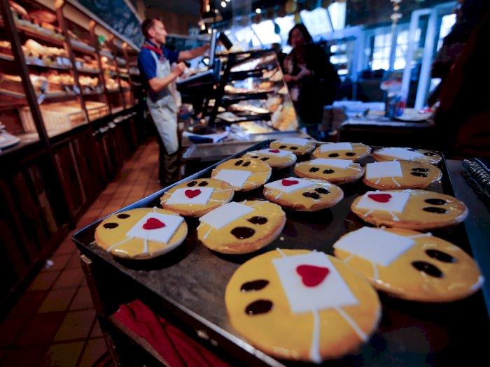 Setelah Kue Tisu Toilet, Toko Roti di Jerman Ini Bikin Kue Emoji Bermasker