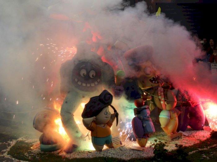 Las Fallas, Festival Membakar Boneka Raksasa di Spanyol