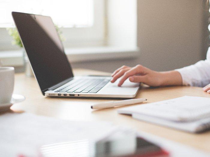 Begini Cara Membersihkan Keyboard Laptop yang Benar