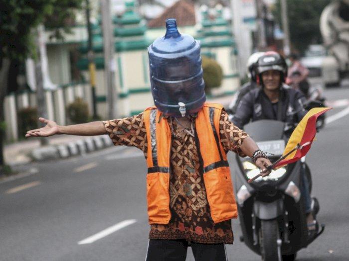 FOTO: Unik, Galon Bekas Jadi Pelindung Wajah di Tengah Pandemi Corona