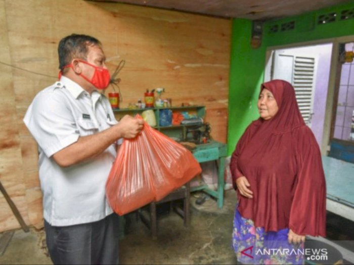 Warga Padangsidimpuan Tenggara Terima Sembako dari Pemkot