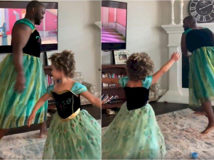 Pria Ini Pakai Gaun dan Nyanyi Frozen untuk Bahagiakan Sang Anak
