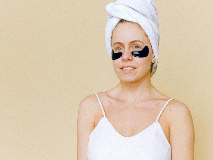 Tak Hanya Atasi Kerutan, Ini Manfaat Lain dari Eye Cream