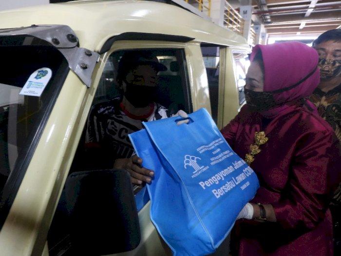 Jelang PSBB, Sopir Angkutan Kota di Surabaya Dapat Bantuan Sembako