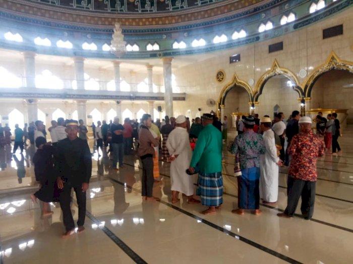 Sejumlah Warga di Kota Baubau Tolak Penutupan Masjid Agung