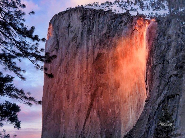 Horsetail Firefall, Air Terjun Api yang Mengalir di Musim Dingin