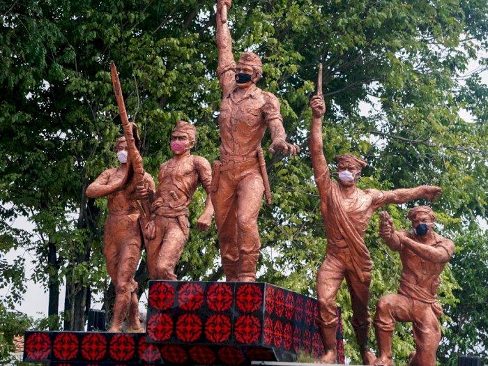 FOTO: Kampanye Cegah COVID-19, Patung Monumen Djoeang 45 Dipasang Masker