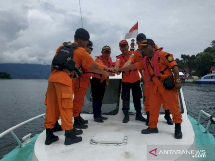 Tim SAR Parapat Turun Tangan Cari Korban Tenggelam di Danau Toba