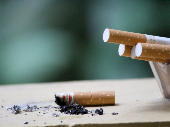 Merokok Ternyata Bikin Rumah Tidak Aman dari Virus Corona
