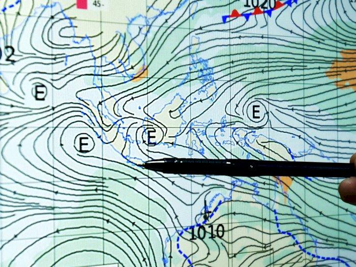 Tutup April, BPBD DKI Jakarta: Waspadai Hujan Disertai Petir