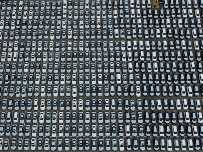FOTO: Dampak Corona, Ribuan Mobil Baru Menumpuk di Pelabuhan Los Angeles