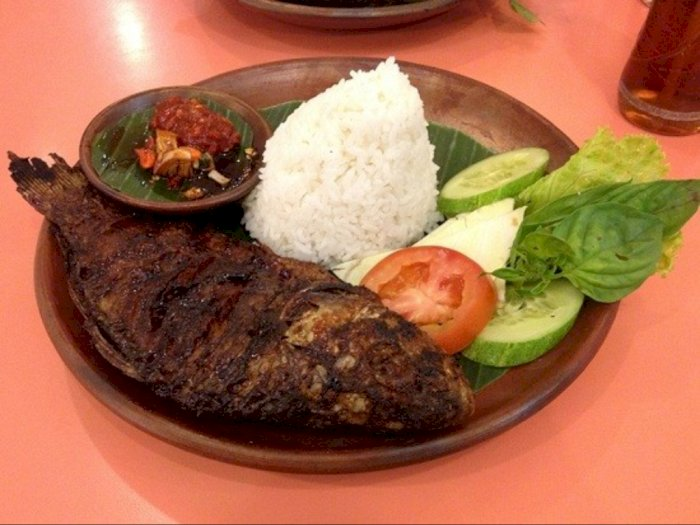 KKP Bagikan 15 Ribu 'Nasi Ikan' Selama Ramadan