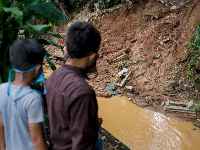 Setidaknya 37 Makam Kena Longsor di TPU Cikutra Bandung
