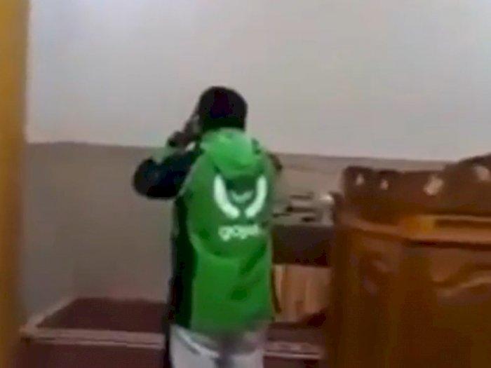 Viral Video Driver Ojol Adzan di Masjid, Suara Merdunya Bikin Adem